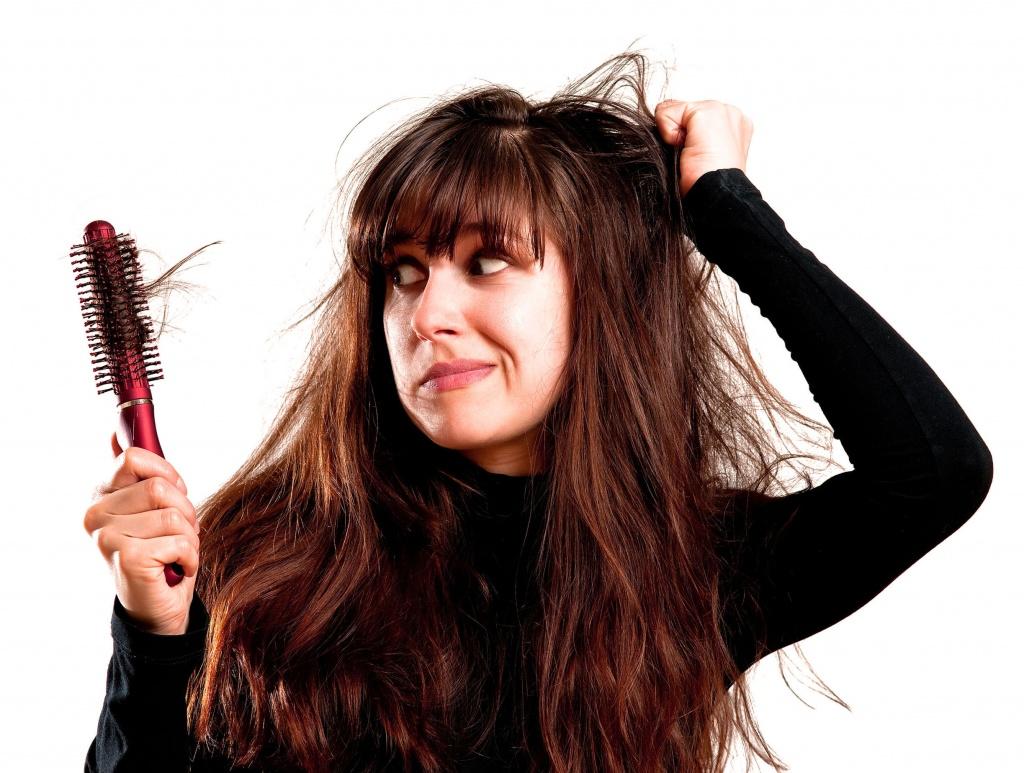Почему происходит выпадение волос?