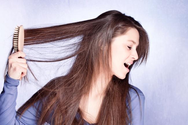 Расчёсывайте волосы перед мытьём.