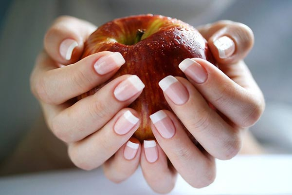 отращивании ногтя.