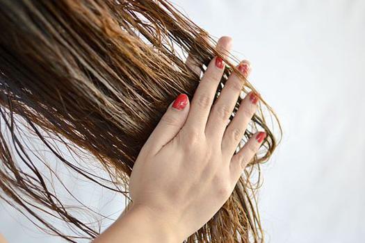 Не расчёсывайте волосы мокрыми.